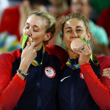 kerri-walsh-jennings-becomes-the-oldest-female-medal-winner-in-beach-volleyball-theolympicstoday