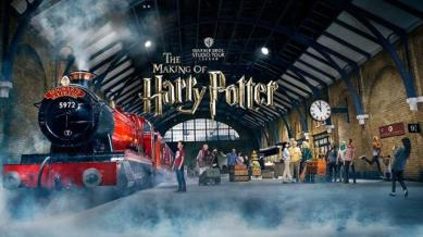 warner-bros-studio-tour-london-the-making-of-harry-potter-warner-bros-studio-tour-london-hogwarts-expressweb-8bda679e9fcb25322ddbae65bb6d49dc-1